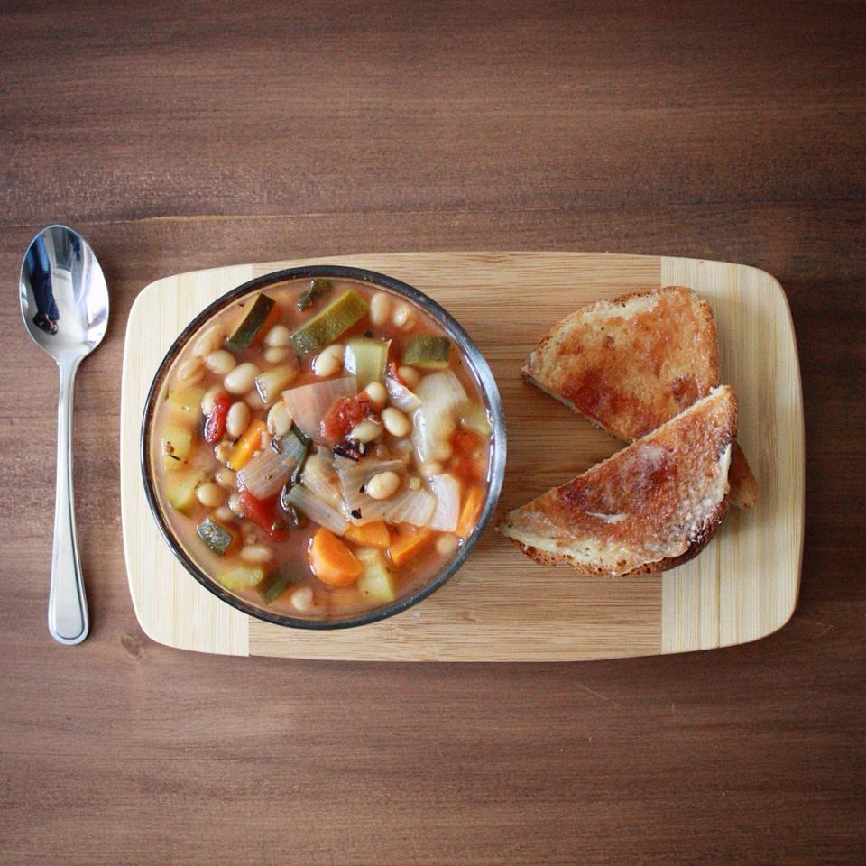 soupe aux légumes et haricots blancs