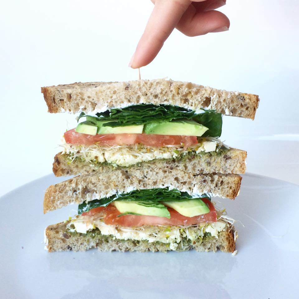 sandwich pesto feta